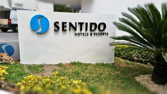 Letras corpóreas Sentido Hotels & Resorts (1)