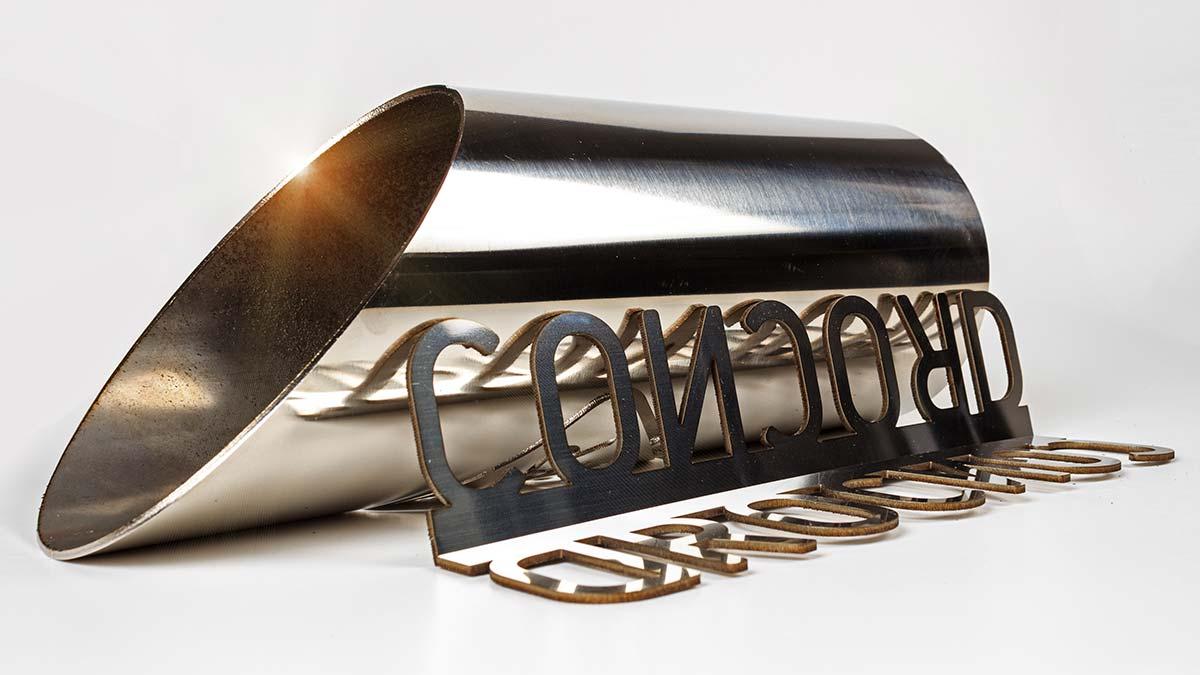 Corte láser de letras y tubo en acero inoxidable